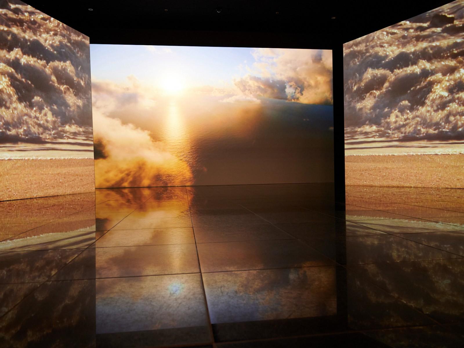 Повсеместно проекторы, показывающие и рассказывающие про воду..., © Карамызов Заур